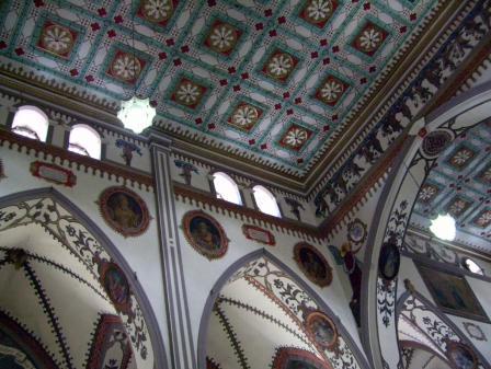 La décoration de l'église de Baños dans les Andes de l'Équateur