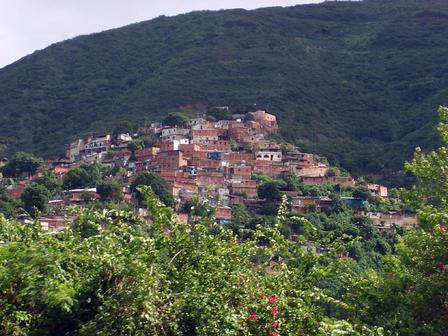 Les bidonvilles autour de la ville de Caracas