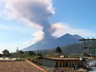 Fuego, le volcan en éruption de Antigua au Guatemala