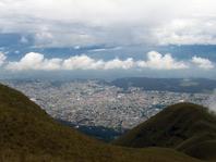 La ville de Quito vue du haut des montagnes