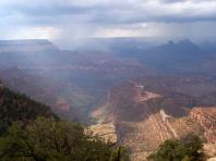 Le Grand Canyon sous un ciel oragé
